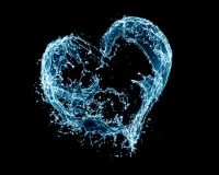 A heart made out of water splashes H7EhCZg0